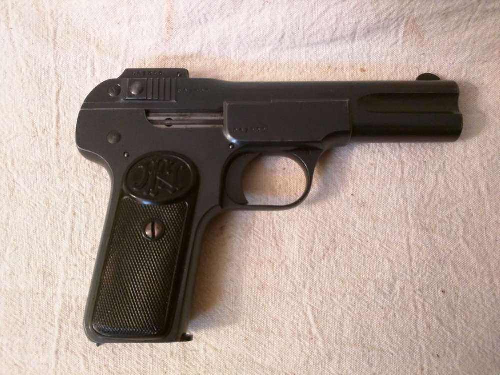 un BROWNING  1900 Browning_FN_1900-D_ml